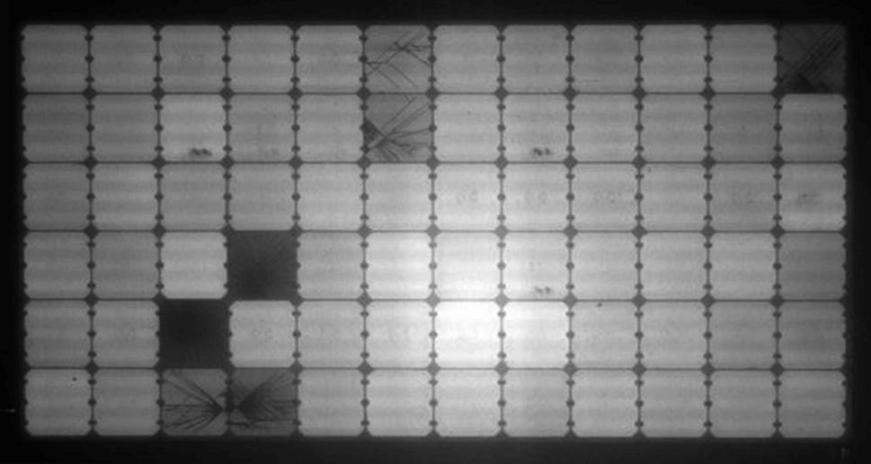 Mikrorisse im Solarmodul durch Elektrolumineszenz Messung erkennen