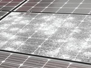 Glasbruch nach Hagel bei Photovoltaik Modul