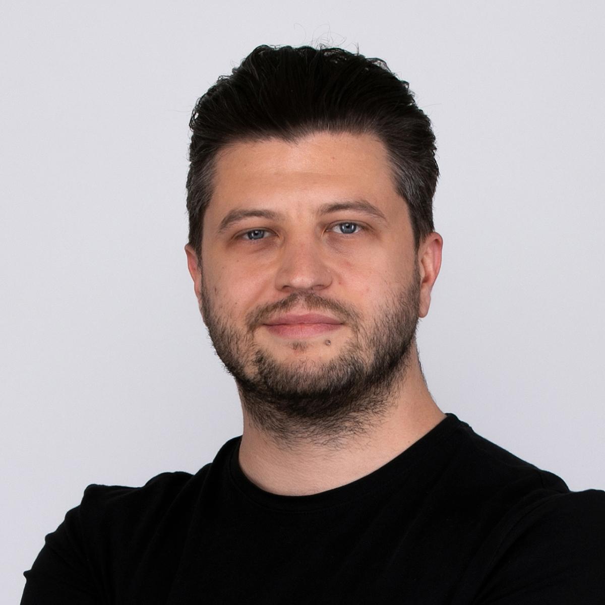 memodo-kontakt-polska-Adam-Przadka